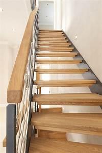 Treppenstufen Aus Glas : 1 4 gewendelte hpl treppe mit stufen und handlauf in der holzart eiche ge lt milano gel nder ~ Bigdaddyawards.com Haus und Dekorationen
