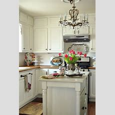 Whisperwood Cottage 20 White Cottage Kitchens Features