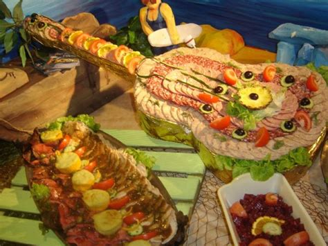 deco de buffet froid themed presentation for a cold buffet spread a guitar wrapped in foil and used as a serving