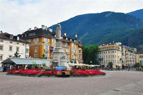 La Bolzano Place De La Ville De Bolzano Italie Photo 233 Ditoriale