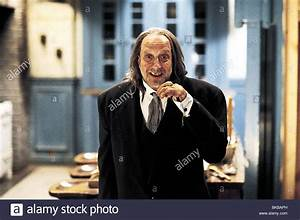 SCARY MOVIE 2 (2001) CHRIS ELLIOTT SCM2 001 13 Stock Photo ...
