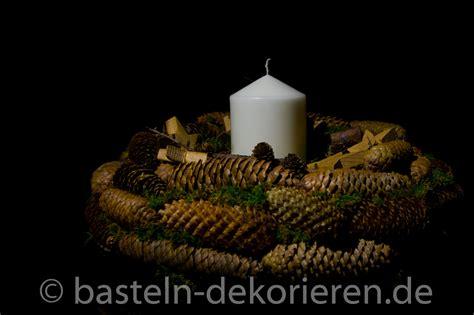 kranz aus tannenzapfen basteln in der adventszeit kranz aus tannenzapfen basteln und dekorieren
