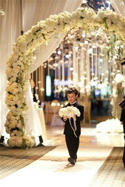 Super Romantyczny Luk Kwiatowy Total White Flower Arch