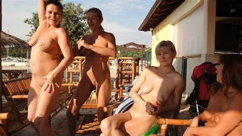 Wifebucket Nudes Of Real Amateur Swinger Wives