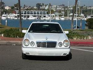 Mercedes 300 Td : view of mercedes benz e 300 td at photos video features and tuning ~ Medecine-chirurgie-esthetiques.com Avis de Voitures
