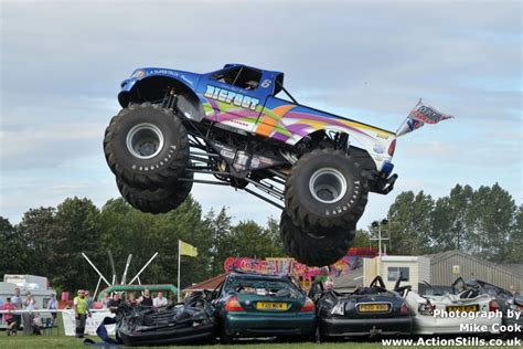 what happened to bigfoot the monster truck bigfoot monster truck number 17 clubit tv