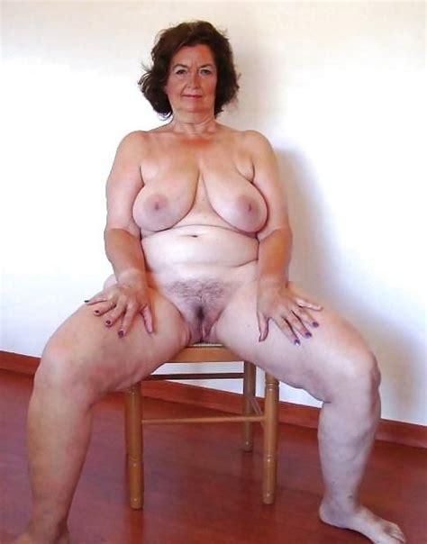 Granny Pics Slut Photo - Grannies rider lady shows big boobs