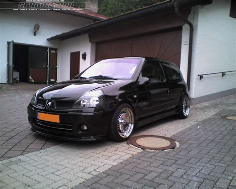 View Of Renault Clio Ii 1.6. Photos, Video, Features And