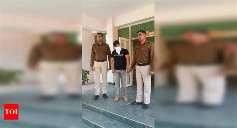 asked  shut shop bar owner thrashes cops gurgaon news