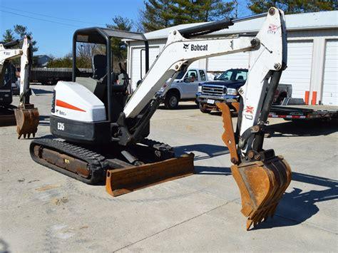 bobcat  mini excavator  thumb langefels equipment  llc