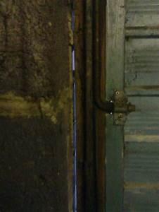 Garage Gap : big gap between garage door wood frame brick wall diynot forums ~ Gottalentnigeria.com Avis de Voitures