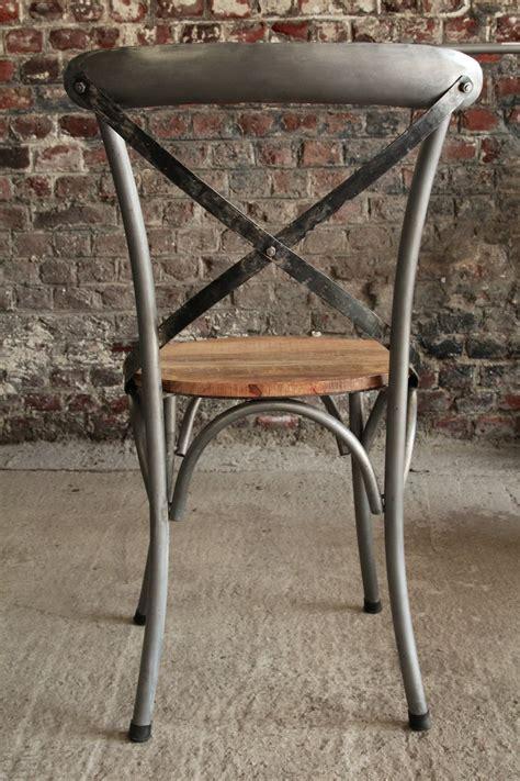 chaise en metal chaise bistrot industrielle bois et métal