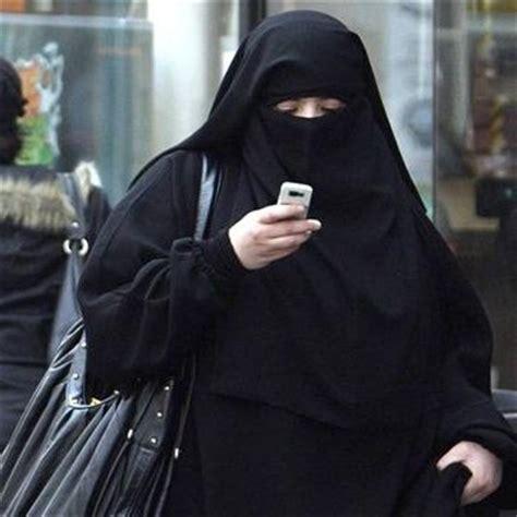 madame belkacem le voile islamique ne vous derange pas