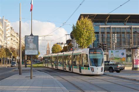 t3 tram at porte de versailles