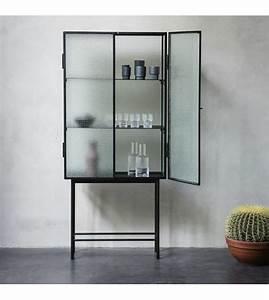 Vitrine Metall Glas : ferm living haze schrank vitrine schwarz metall glas 70x155x32cm wonen met lef ~ Whattoseeinmadrid.com Haus und Dekorationen