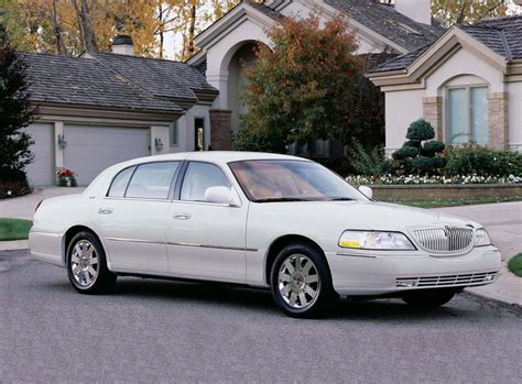 2011 Lincoln Town Car by 2011 Lincoln Town Car Information And Photos Zomb Drive