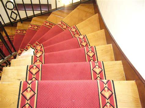 passage d escalier moquette la mont 233 e des marches n est pas r 233 serv 233 e aux vip le du sol