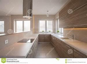 Cuisine Beige Et Bois : placards en bois dans la cuisine beige photo stock image ~ Dailycaller-alerts.com Idées de Décoration