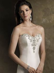 the trend of strapless wedding dresses 2010 wedding With wedding necklaces for strapless dresses