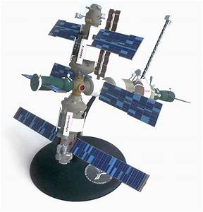 The Great Canadian Model Builders Web Page   Mir Space Station