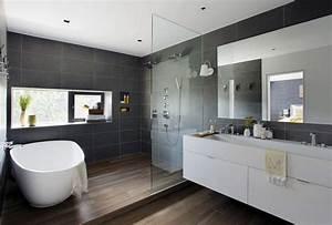 salle de bain avec carrelage imitation parquet With salle de bain design avec masques à décorer