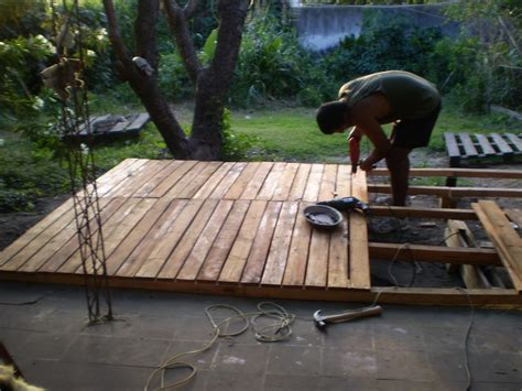deck de madera reciclada hecho con pallets hazlo tu