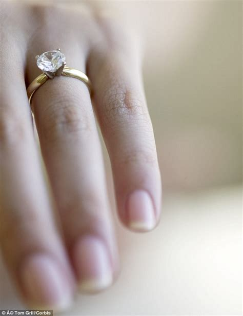 starbucks bans baristas from wearing engagement rings