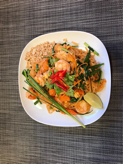 thai food fusion sawasdee noks thai kitchen