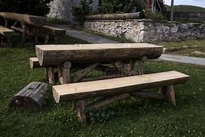 Table Et Banc En Bois : table et banc en bois de jardin photo stock image 56741800 ~ Melissatoandfro.com Idées de Décoration