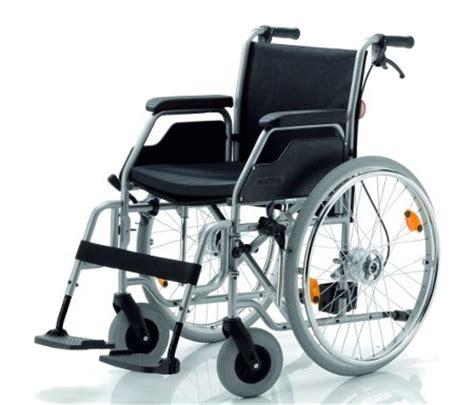 chaise roulante prix chaise roulante canapés fauteuil