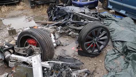 Tesla Model S Crash by δυο νεκροί σε θανατηφόρο ατύχημα με Tesla Autonomous Gr