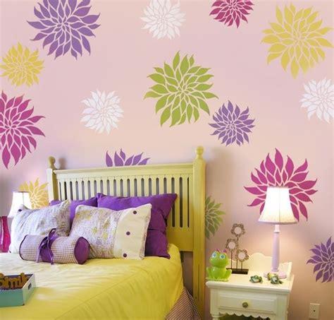 fiori adesivi per pareti stencil fiori pitturare decorare con gli stencil floreali