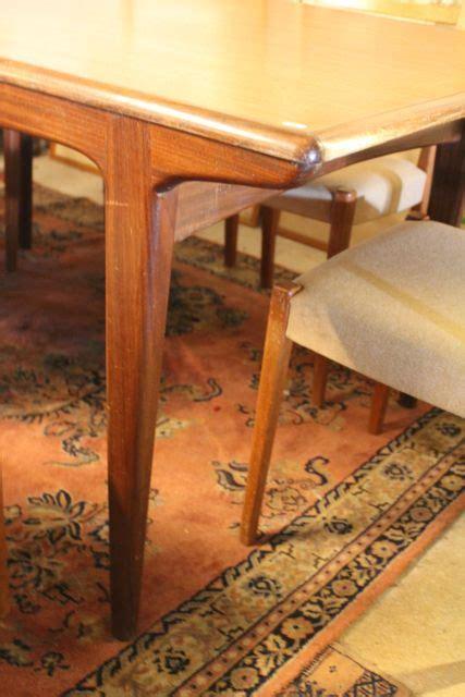 chaises suedoises série de six chaises scandinaves et leur table toulouse