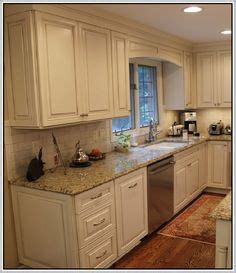 how to do kitchen backsplash 25 best ideas about venetian gold granite on 7245