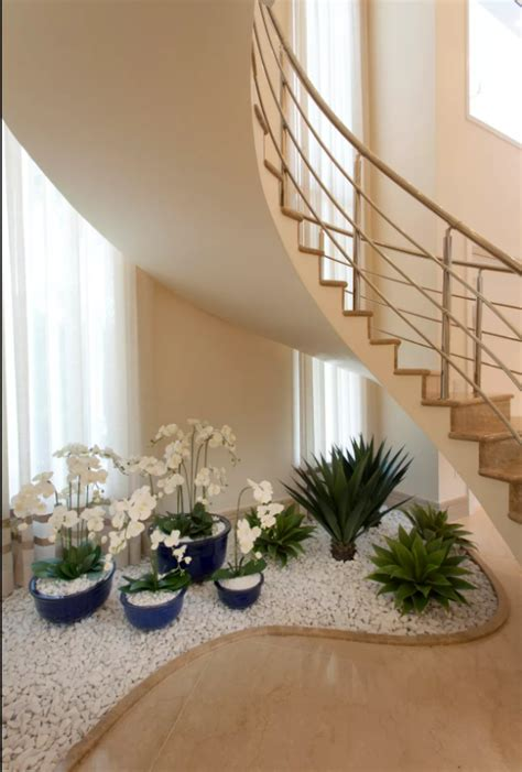 small pebble garden   stairs page