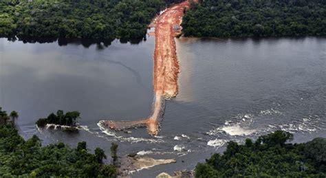 les travaux de construction du barrage belo monte en amazonie br 233 silien s 232 me la pagaille