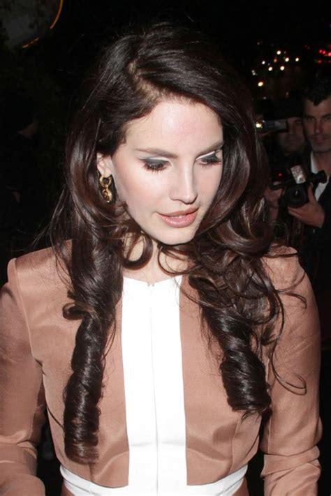 Lana Del Rey Wavy Dark Brown Barrel Curls Inward Curl