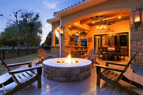 high  outdoor living area kitchen finishes  royal