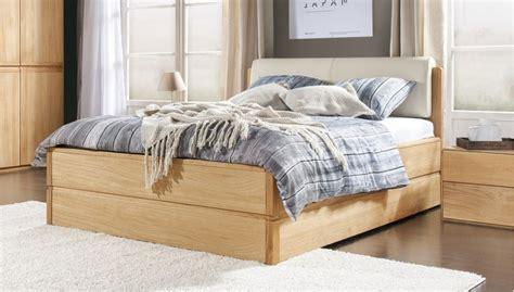 doppelbett mit stauraum doppelbett aus eiche mit stauraum 180 x 200 cm eichen 246 l helsinki