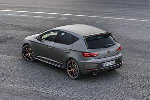 Leon Cupra R 2018 : all new seat leon coming in 2019 with familiar look autoevolution ~ Medecine-chirurgie-esthetiques.com Avis de Voitures