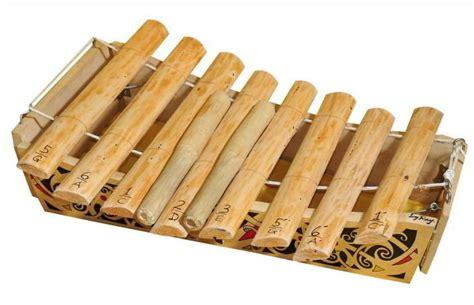 Di indonesia sendiri memiliki sistem nada khusus yang disebut laras slendro, degung dan pelog yang digunakan pada. Alat musik tradisional Jatung Utang berasal dari daerah ? - Seni Musik - Dictio Community