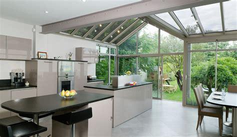 bonnet grande cuisine cuisine moderne ouverte sur le jardin modèle rive droite