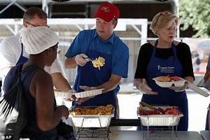 Judge Brett Kavanaugh feeds homeless 48 hours after Trump ...