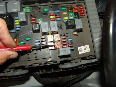 2007 Chevy Tahoe Fuse Box by 2007 Chevrolet Tahoe Lt Lbec2 Fuse 75 Blows Sparky S