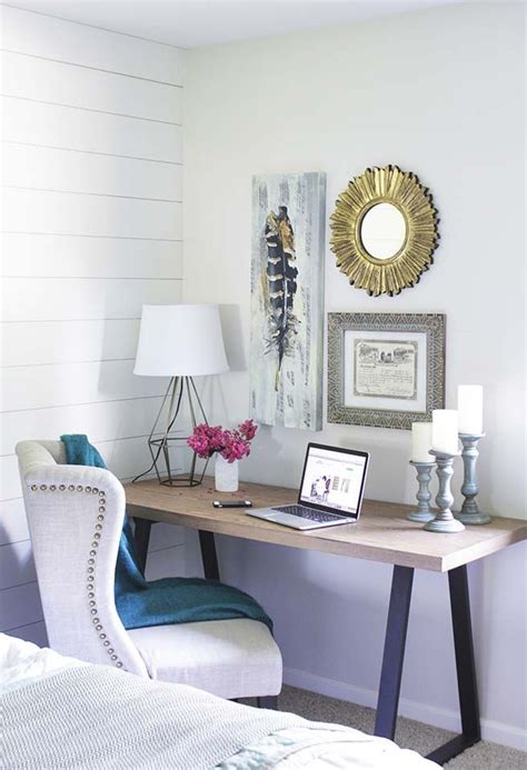Small Table Ls For Bedroom by 17 Best Ideas About Desk For Bedroom On Small