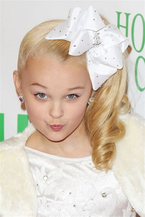 hair styles with bows jojo siwa s hairstyles hair colors style