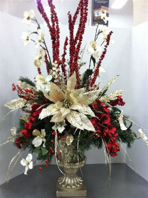 25 dining table centerpiece ideas dining room best 25 christmas floral arrangements ideas