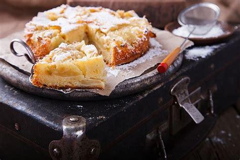 Kefīra ābolkūka. Ātri, lēti un garšīgi | Apple cake, Yummy ...