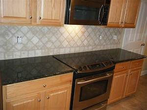 Kitchen kitchen backsplash ideas black granite for Black granite with glass backsplash