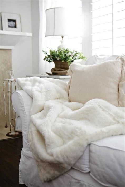 plaid blanc pour canapé le meilleur plaid en fourrure en 40 photos inspirantes